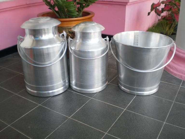 Menjual dan menerima pemesanan peralatan pemerahan milkcan ember